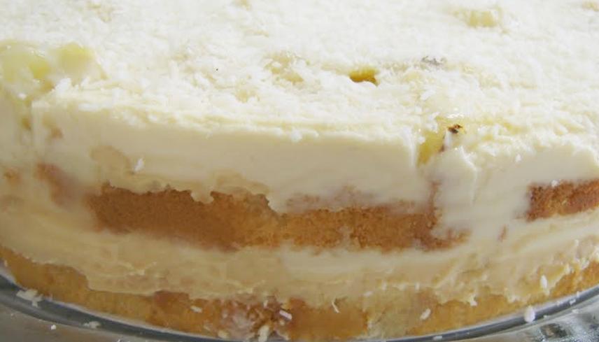 Torta Gelada de Abacaxi com Doce de Leite e Coco