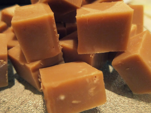 MNM's Bake: Caramel & White Chocolate Fudge