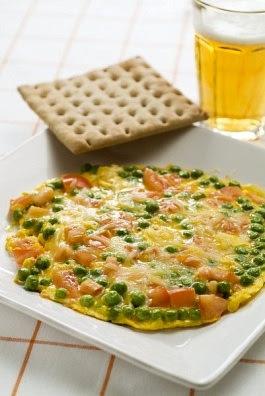 Omelette con queso y tomate - facil