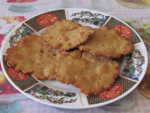 Meethi Puri ( Sweet Fried Indian Bread)