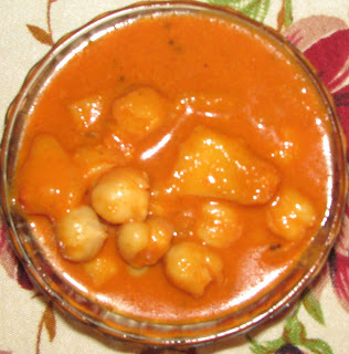 Chana Ani Jeev Kadgi Soyi Bhajjile Ghashi (Chickpeas & Breadfruit in Roasted Coconut Gravy)