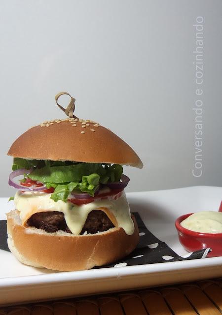 Hambúrguer com maionese de alho CASEIROS!!