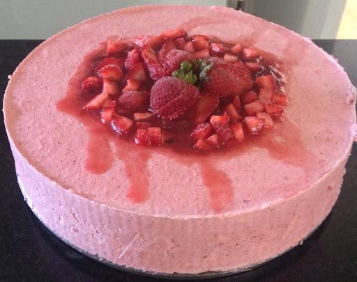 Postre helado de frutillas