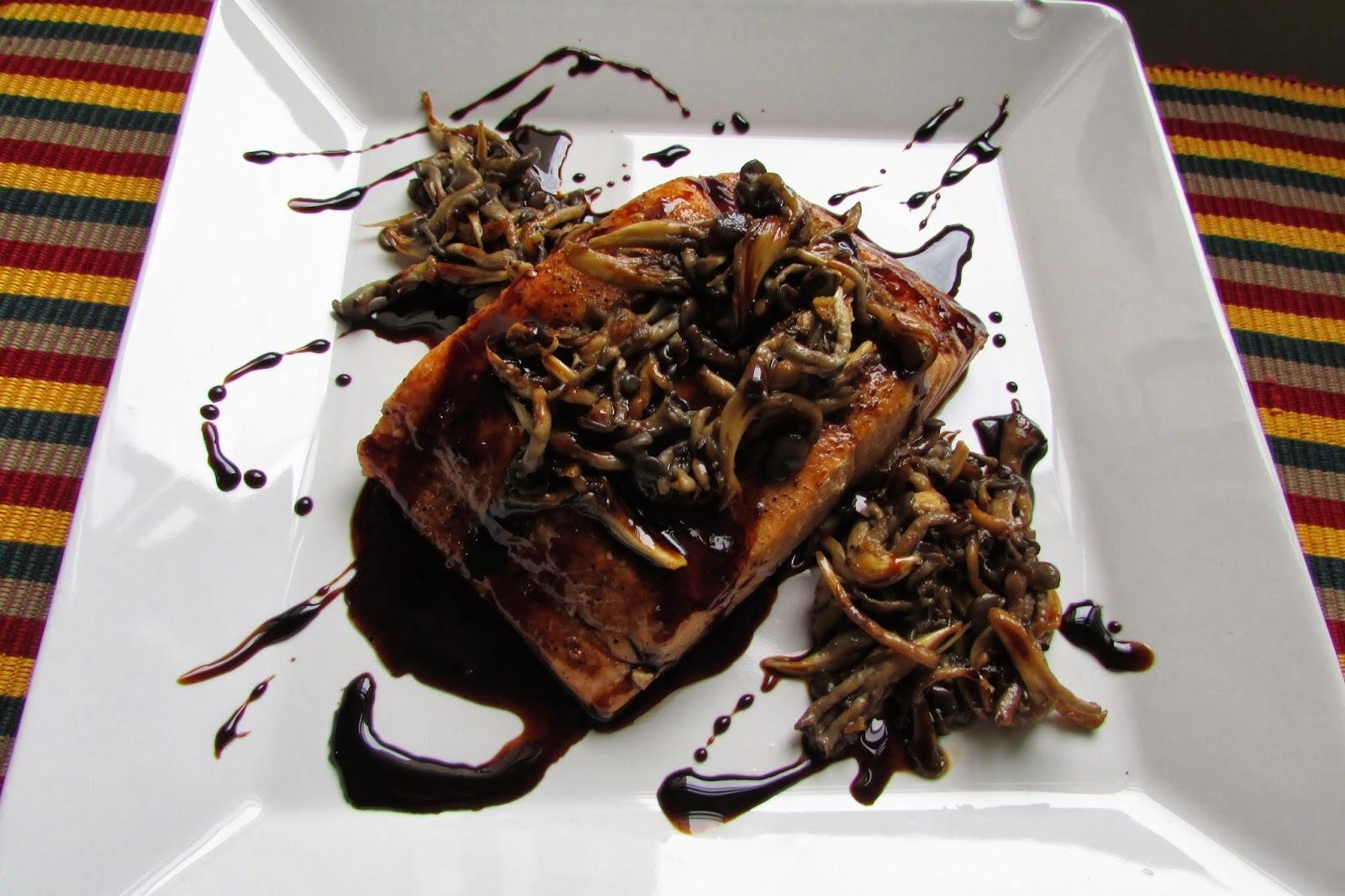 salmão com casca grelhado na frigideira