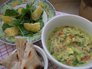 Almoço rápido: guacamole+salada+falso Mojito