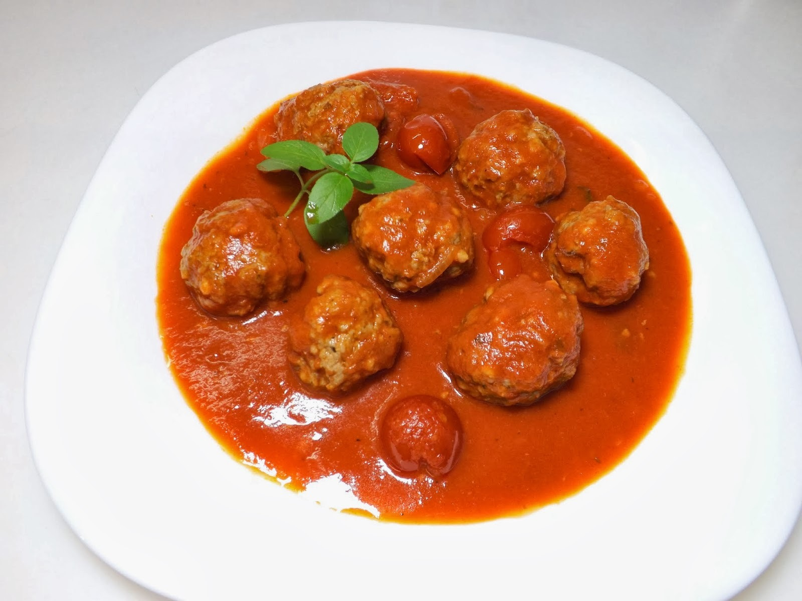 almondegas de carne moida com molho de tomate