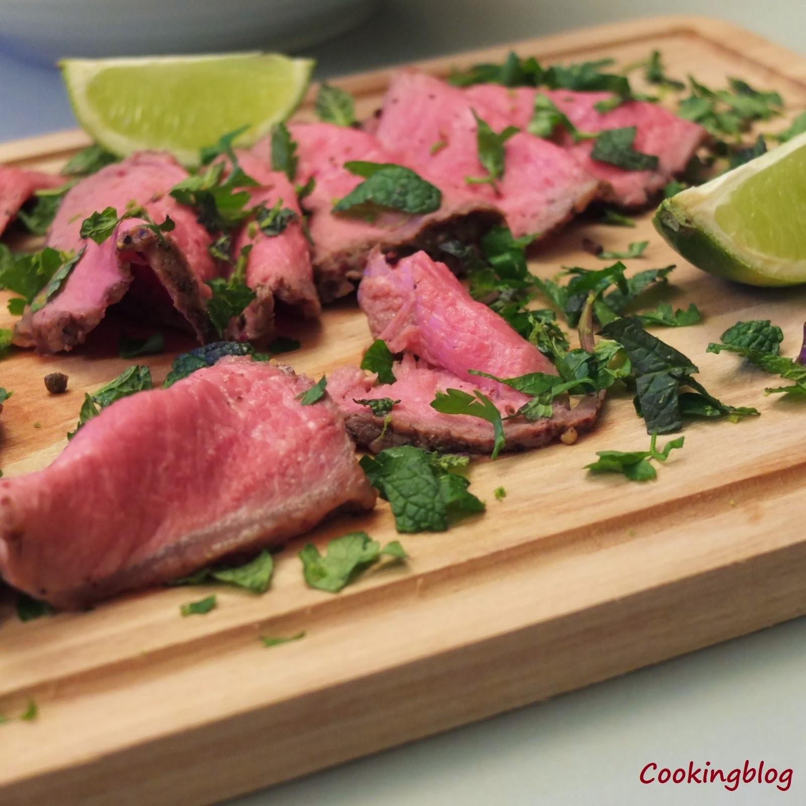 Rosbife em crosta apimentada com gremolata de ervas | Roast beef in pepper crust with herb gremolata