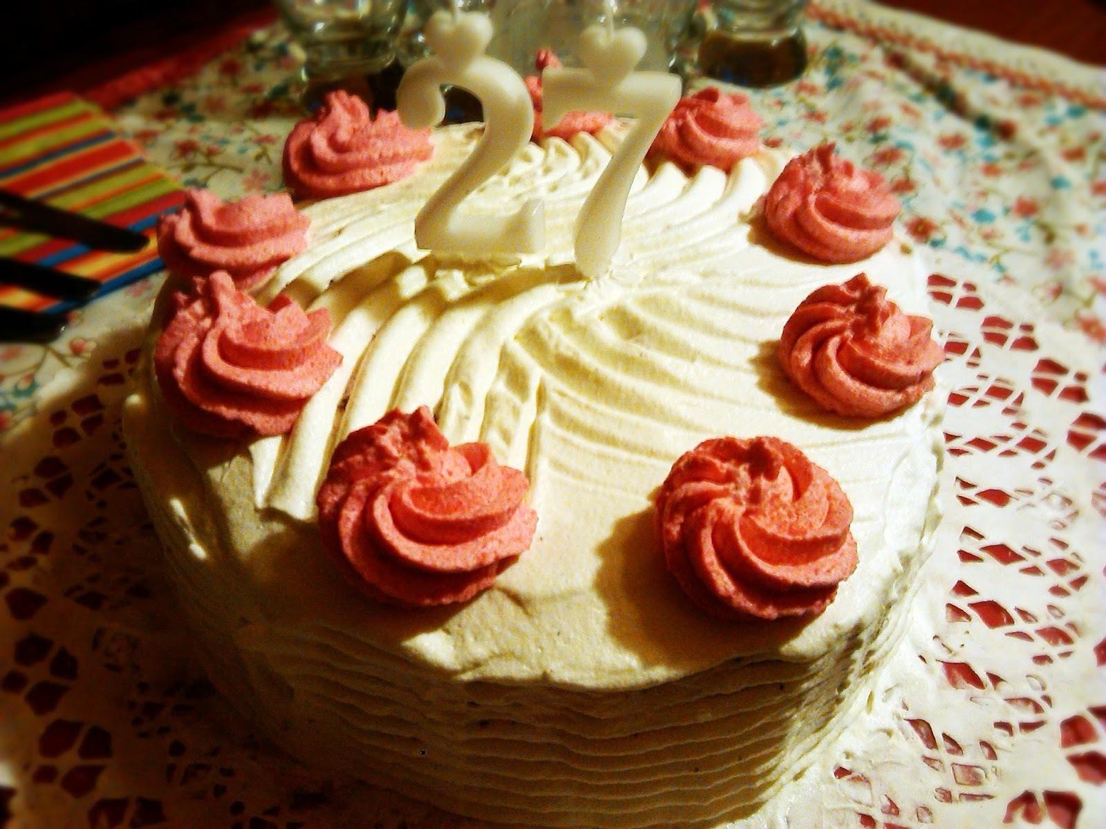 Erdei gyümölcsös-joghurtos spirál torta