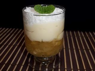 Sobremesa de abacaxi com creme de coco