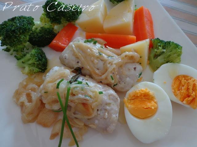 Lombos de pescada com molho de azeite e alho