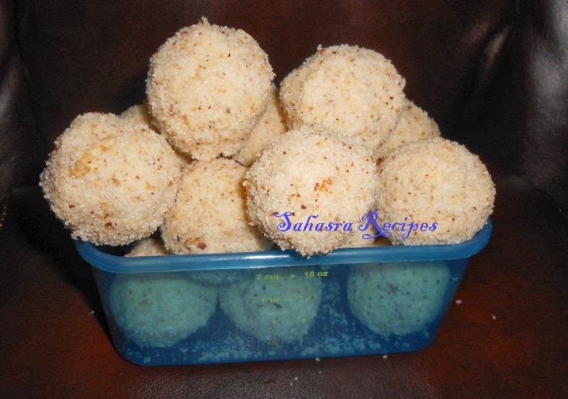 Fresh Coconut Rava Laddu / Pachi Kobbari Rava Ladoo