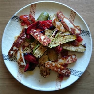 Courgettes rôties au four aux poivrons, tomates et cumin