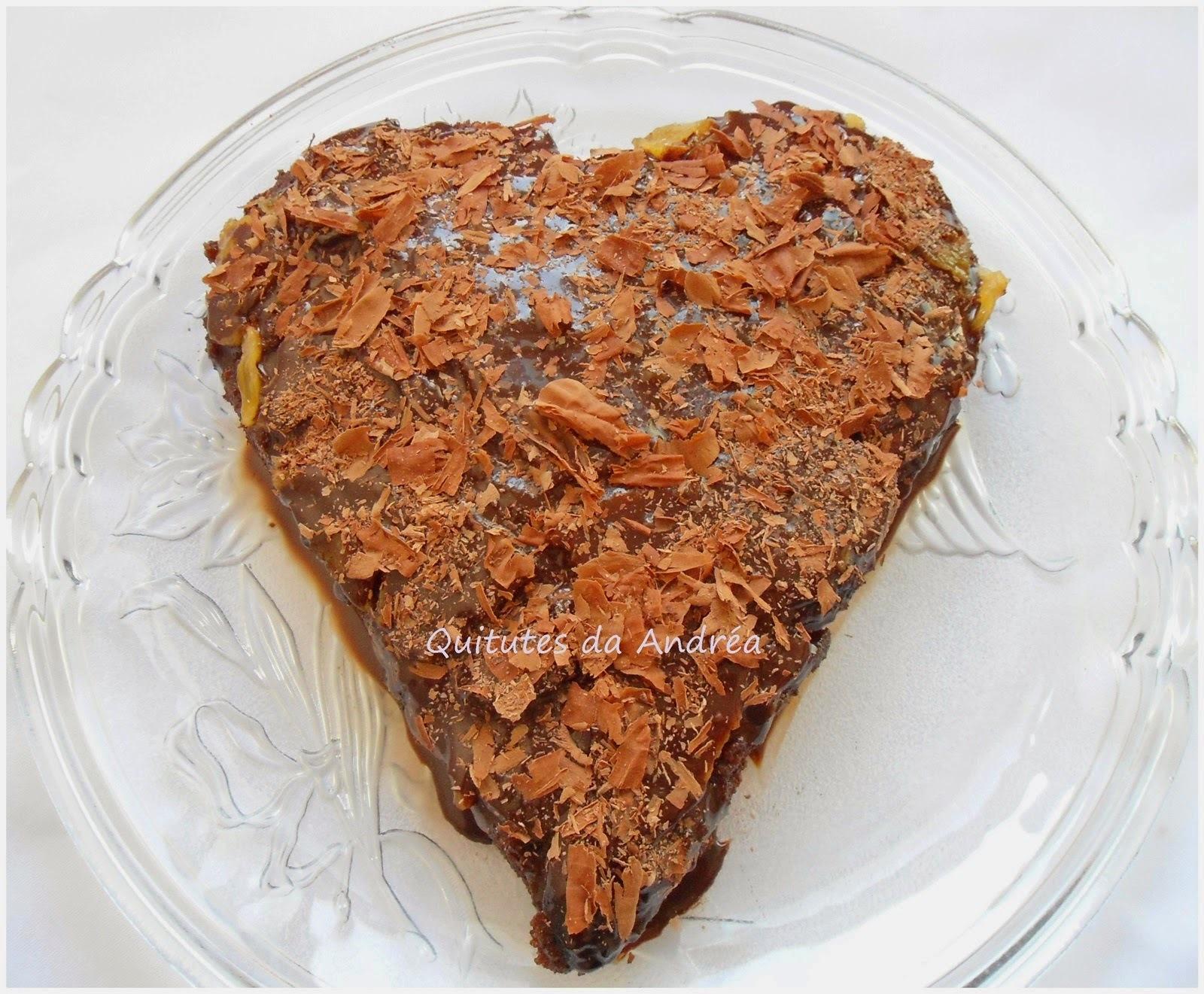 BOLO DE CHOCOLATE COM ABACAXI CARAMELADO