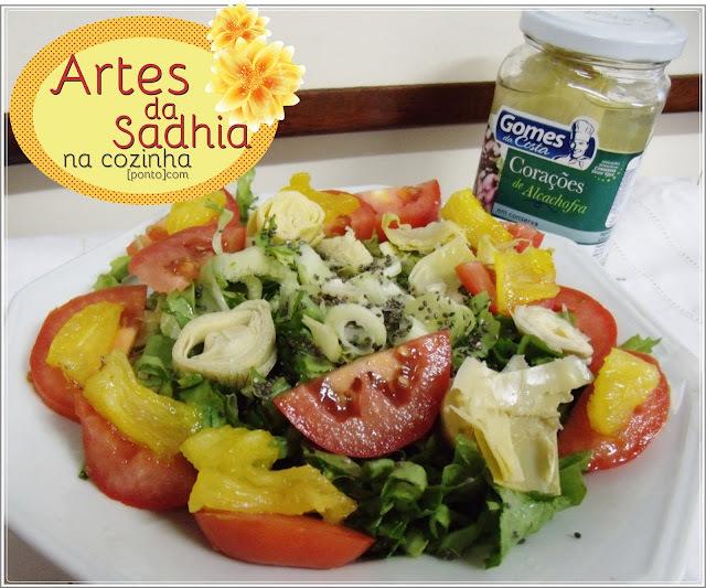 Salada   de  escarola com abacaxi em calda  e coração de Alcachofras Gomes da Costa .