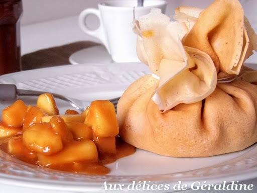 Aumônière de crêpe aux pommes et caramel au beurre salé
