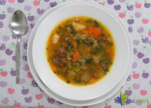 sopa saborosa e leve para comer a noite
