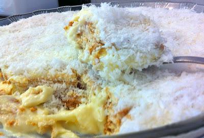 bolacha de maizena com leite condensado e coco ralado