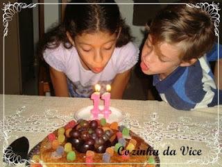 decoracao com frutas em bolo de aniversario