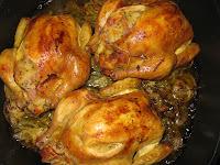 Jarní kuřátko s žemlovo-šunkovou náplní a lehkým houbovo-chřestovým ragú