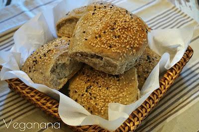 Pãozinho de Fermentação Lenta com Trigo Sarraceno e Gergelim