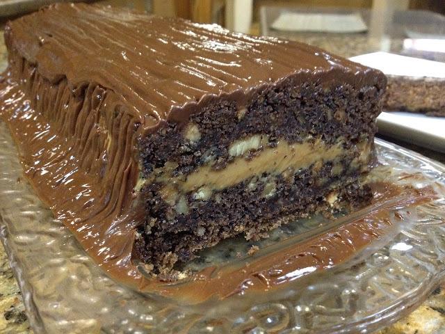 de torta de chocolate con nueces y manjar