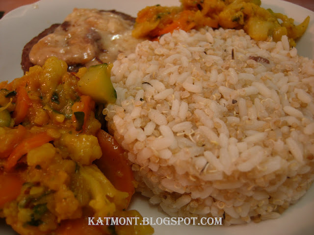 Arroz com quinoa e medalhão de carne moída  com queijo e legumes