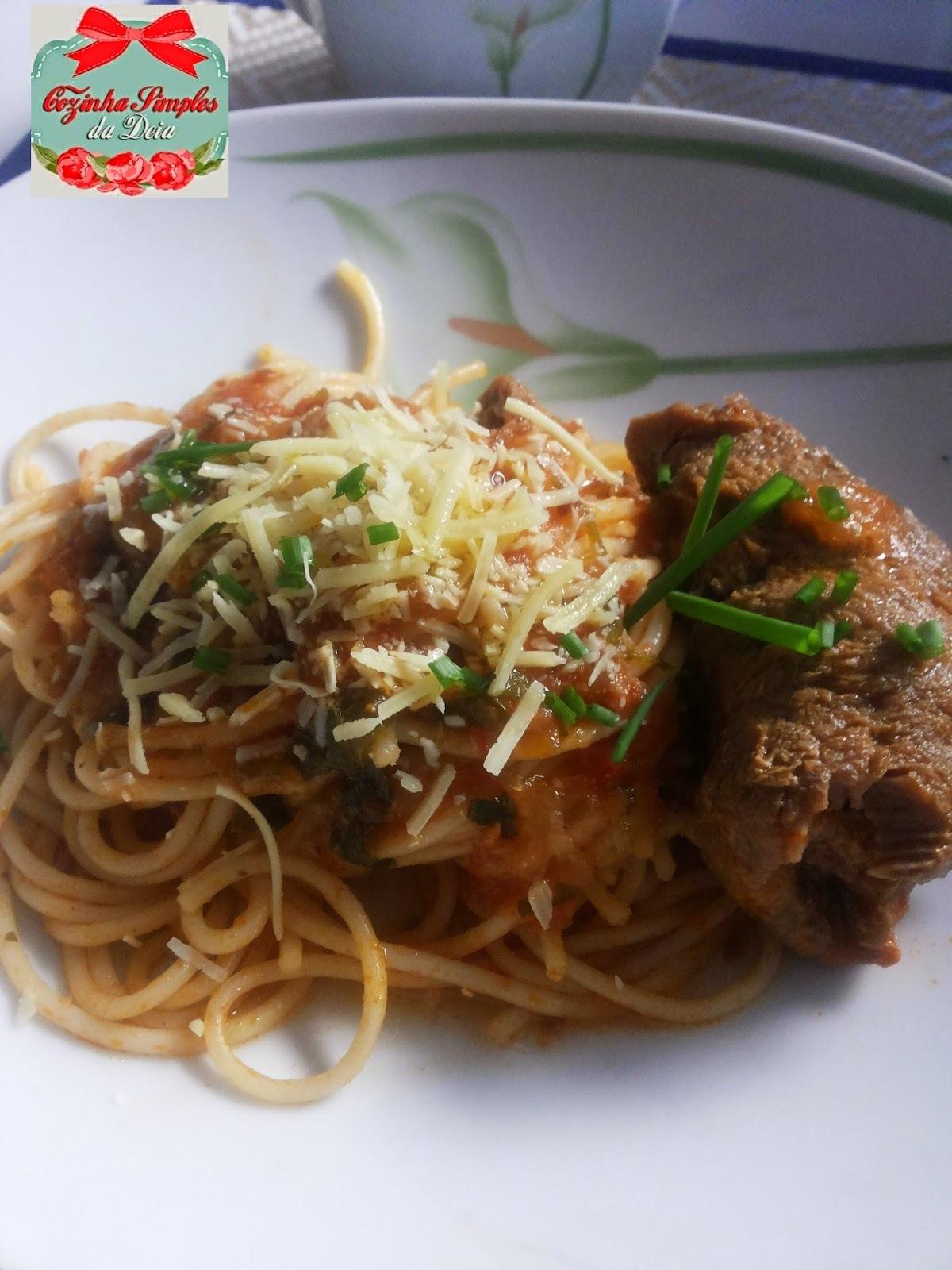 Bife á Rolê com Spaghetti