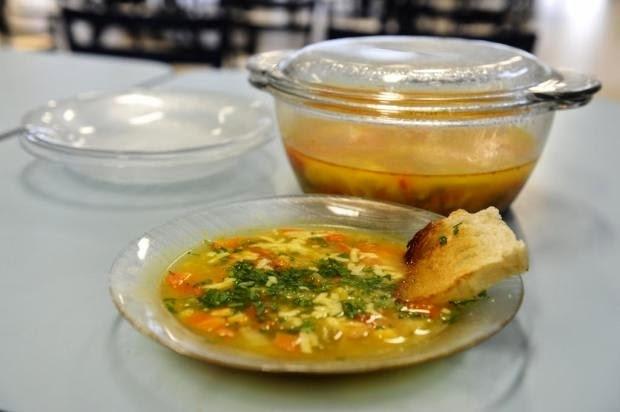 Sopa de Frango com Arroz e Legumes