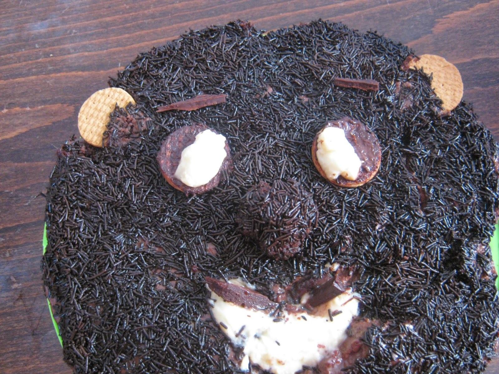 Kαι μια τούρτα φατσούλα  για γεννέθλια.