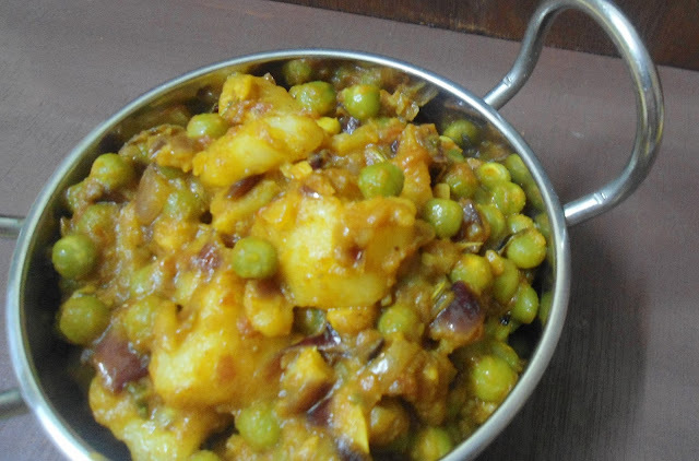 Aloo Matar Sabji | Potato green peas dry curry | Siide dish for Indian Flat Bread
