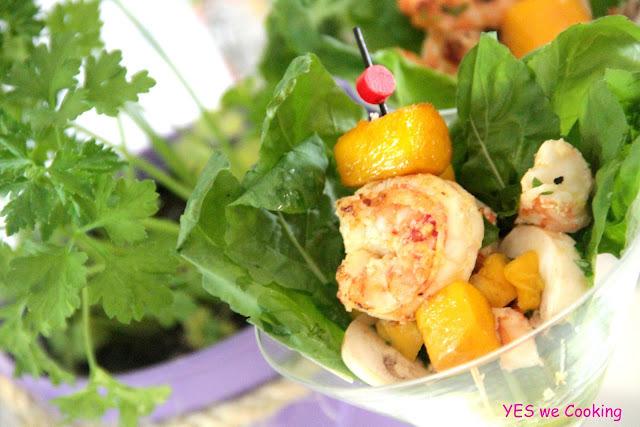 Salada de Camarões com Manga Agridoce