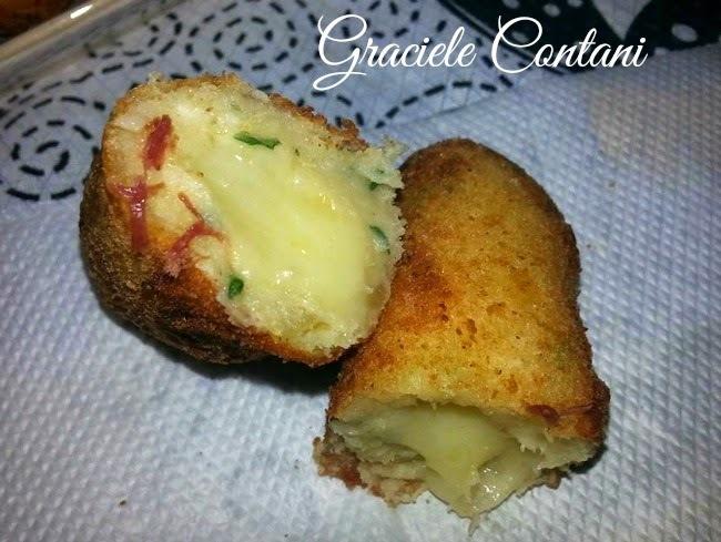 Bolinho de aipim (mandioca) com queijo, de Graciele Contani