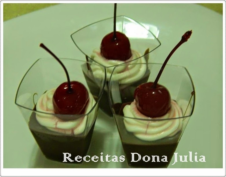 DOCINHO DE COPINHO - CHOCOLATE COM CHANTILLY