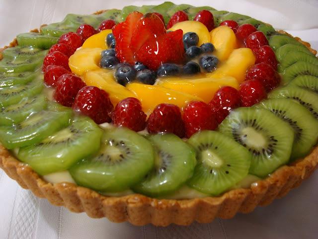 Torta de iogurte e frutas frescas