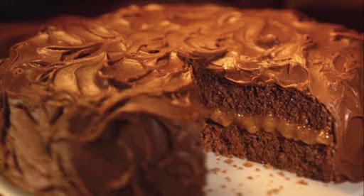 bolo de laranja com cobertura de chocolate e massa pronta