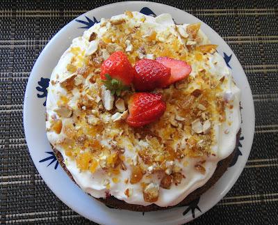 Torta de morango com praliné de amêndoas