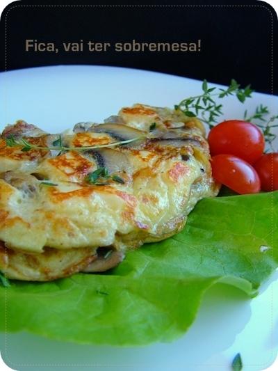 Omelete de cogumelos e queijo coalho