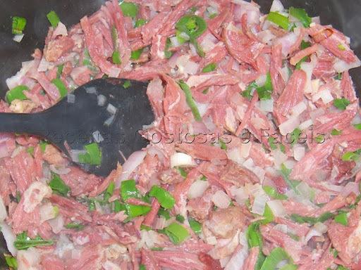 arroz de forno com carne seca simples