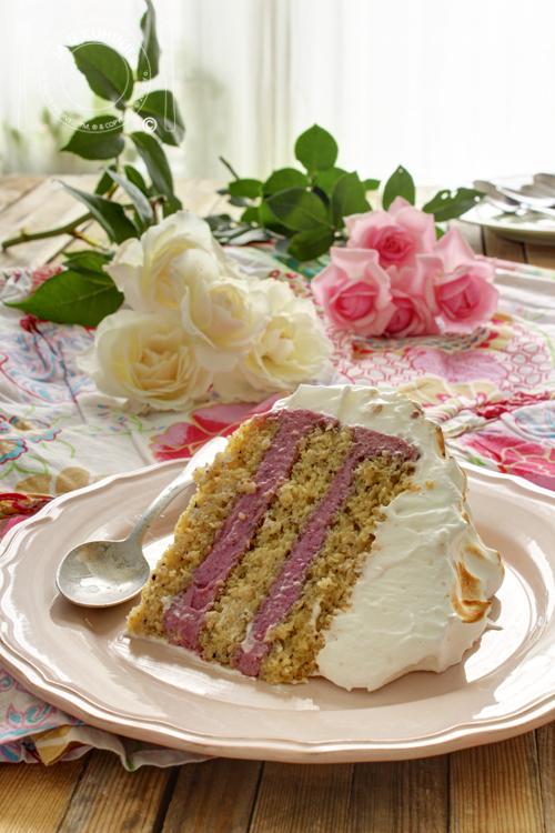 Torta od lešnika i šumskog voća