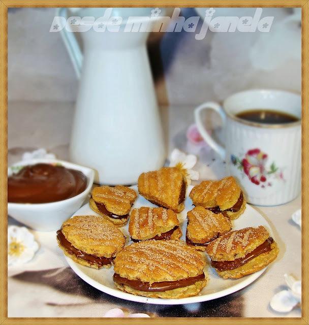 Sanduichinhos de waffles com recheio de nutella