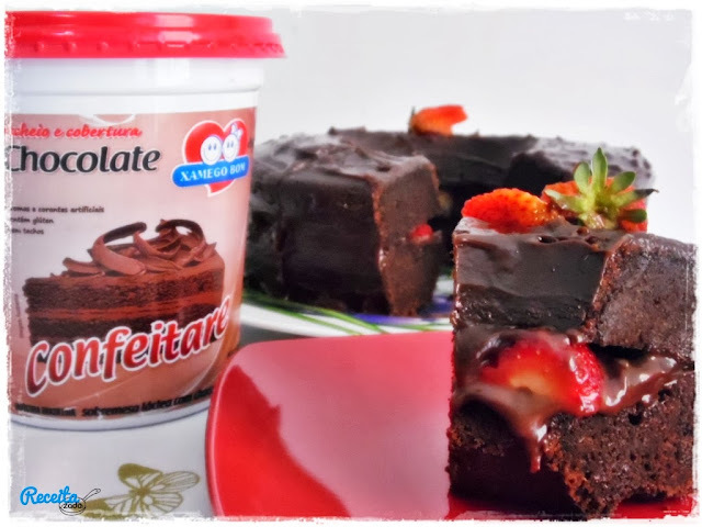 Bolo de Chocolate Fofo com Recheio e Cobertura Confeitare de Chocolate {Xamego Bom}