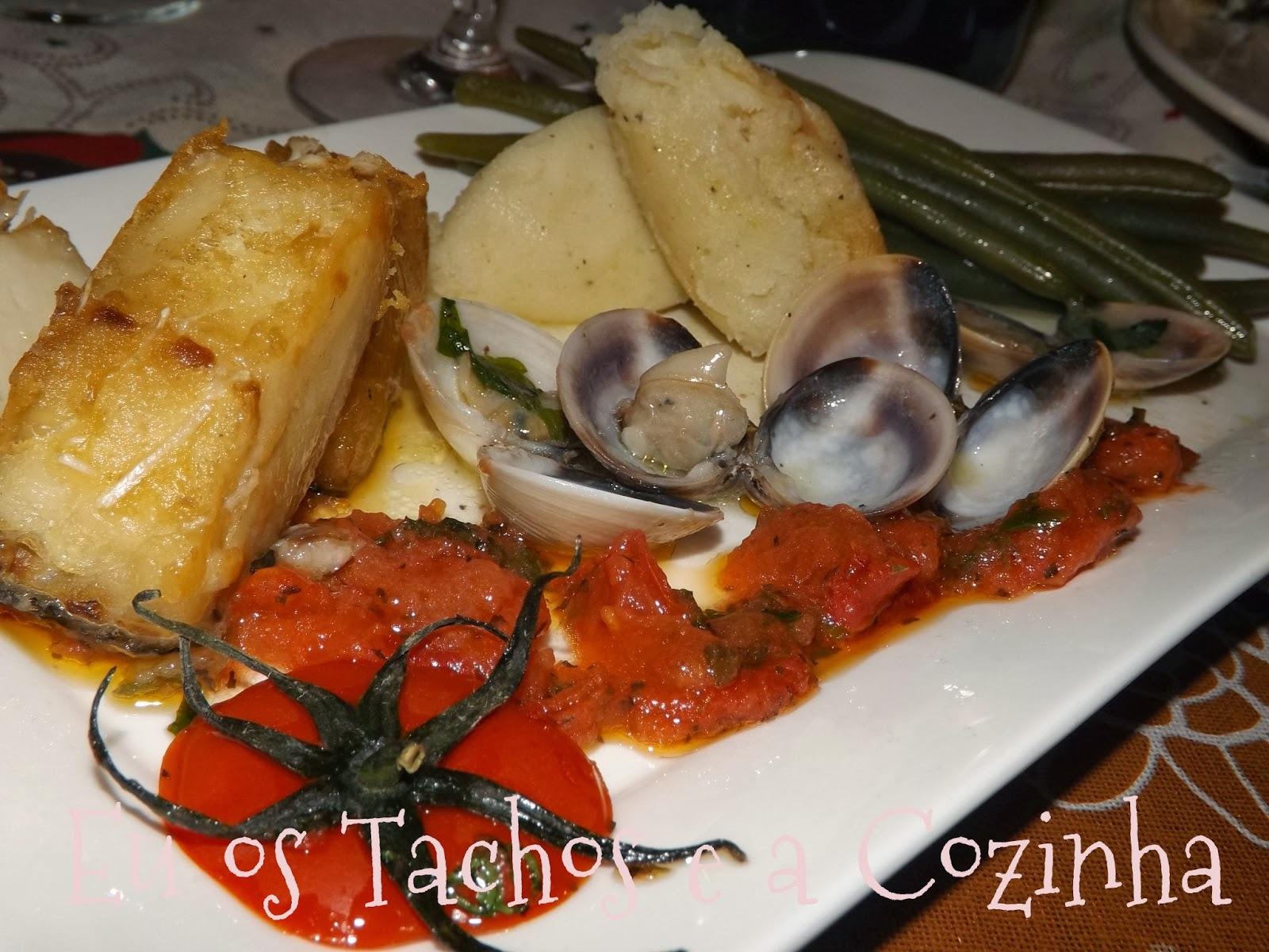 Bacalhau com amêijoas em tomatada de Manjericão