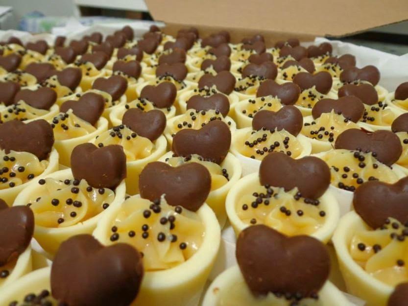 arabescos de chocolate para decorar doces finos
