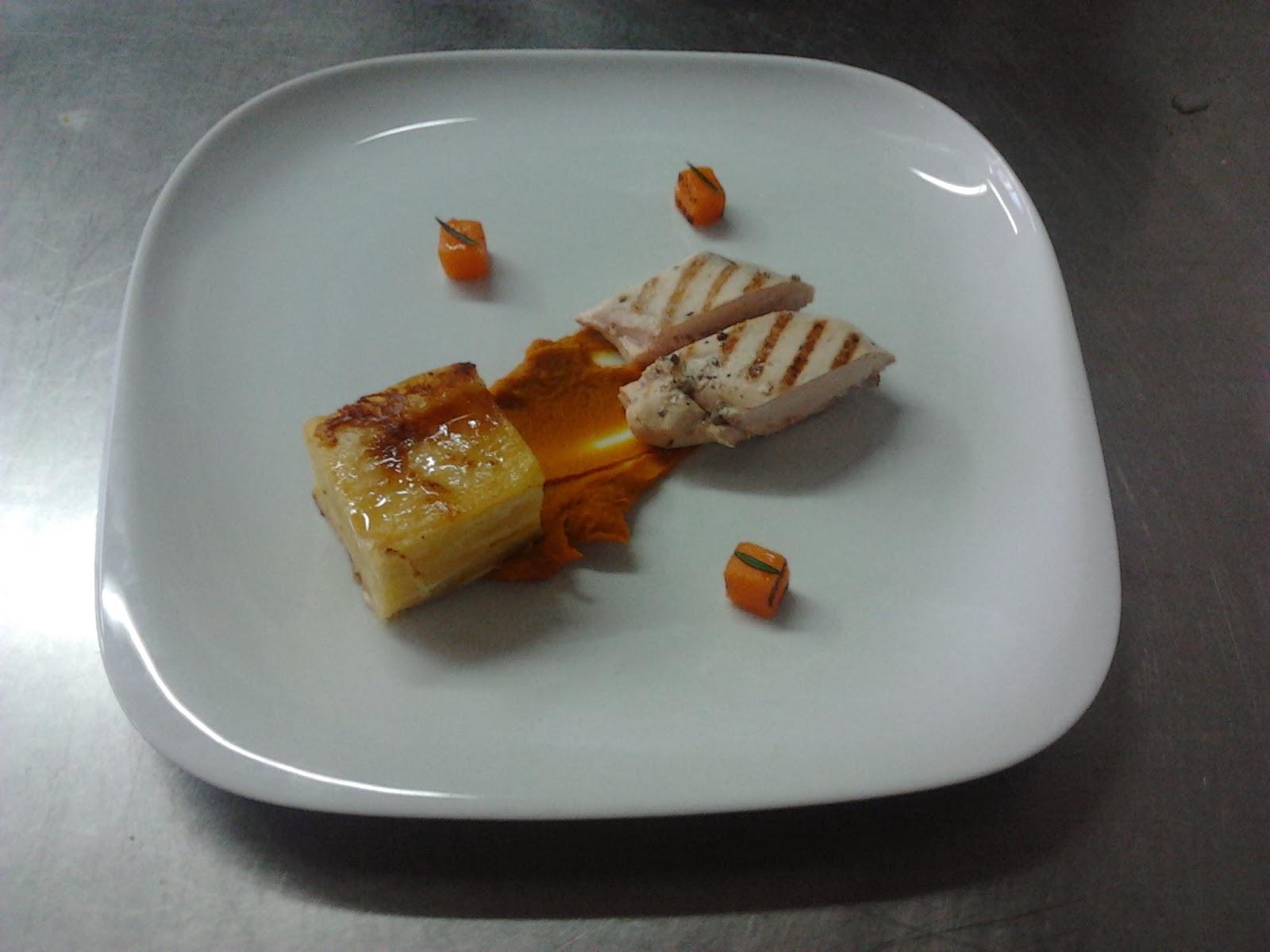 Peito de frango grelhado com abóbora e batata gratinada
