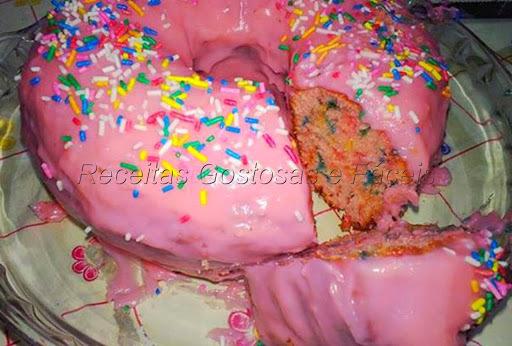 como confeitar em casa um bolo colorido