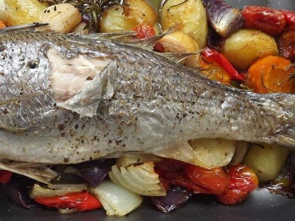 pescada amarela no forno com legumes