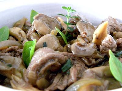 Carne com Shimeji e Molho de Ostras.