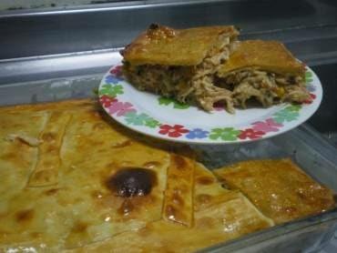 torta de frango com mussarela na massa