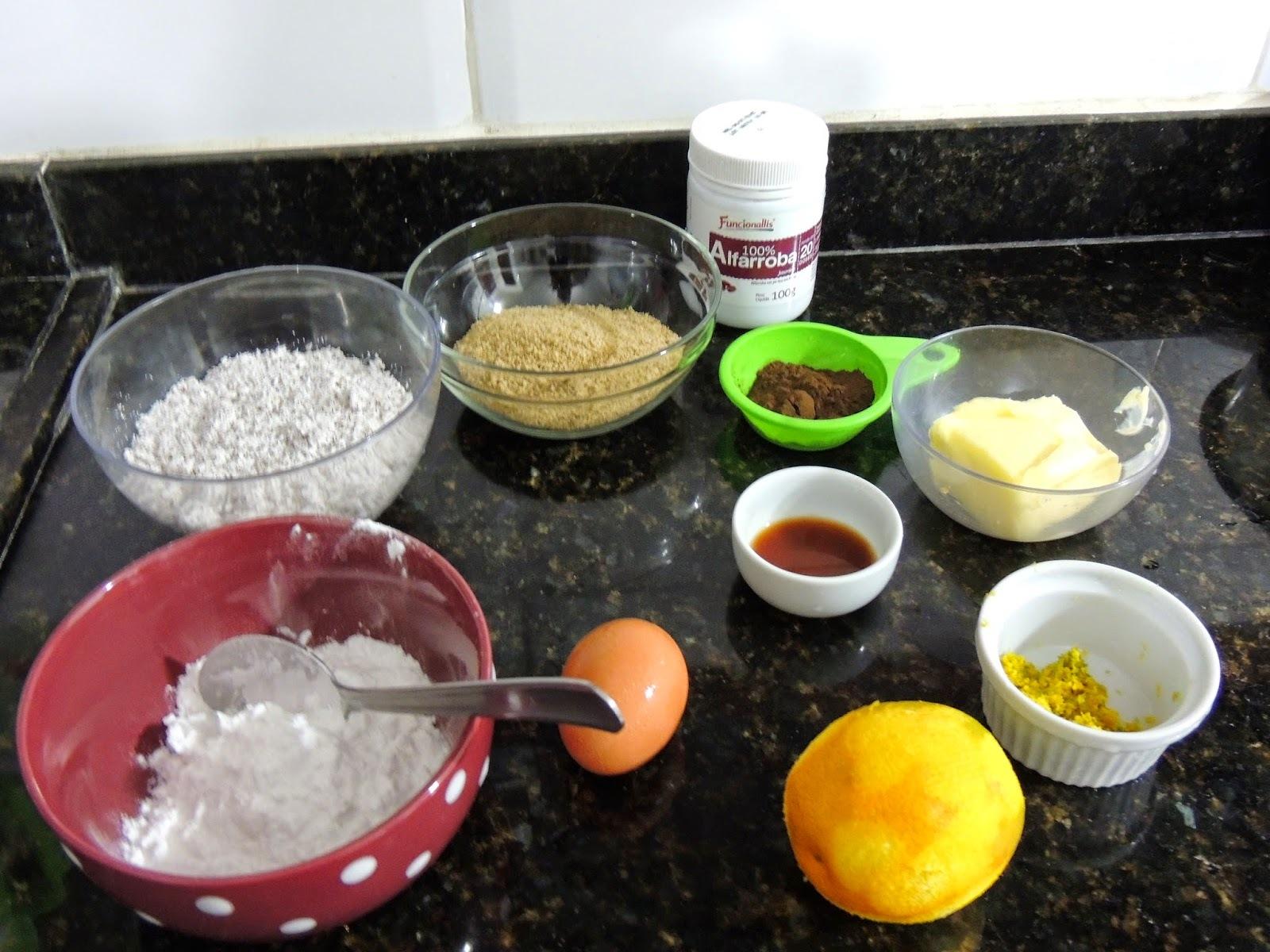 Cookie de coco, alfarroba e raspas de laranja