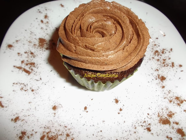 CUPCAKES DE CHOCOLATE CON FROSTING DE BAILEYS